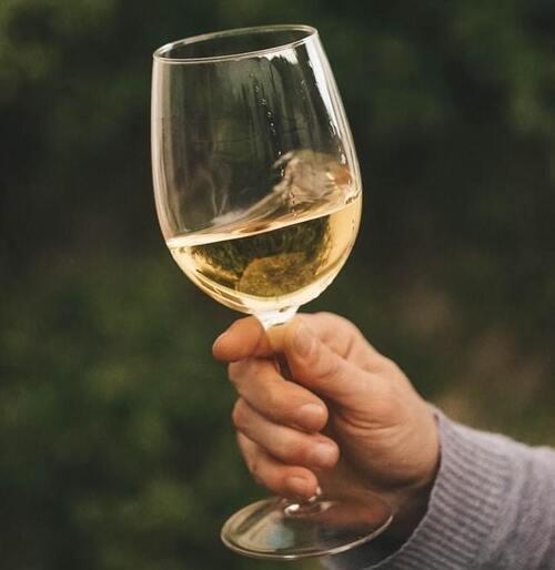 copa de vino blanco seco